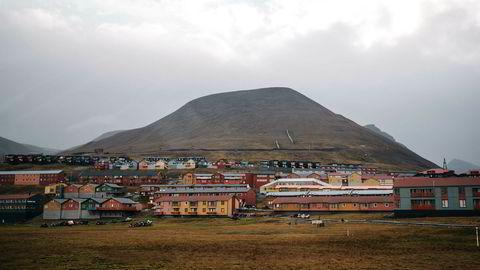 Flere hundre boliger på Svalbard må fraflyttes på grunn av klimaendringene.