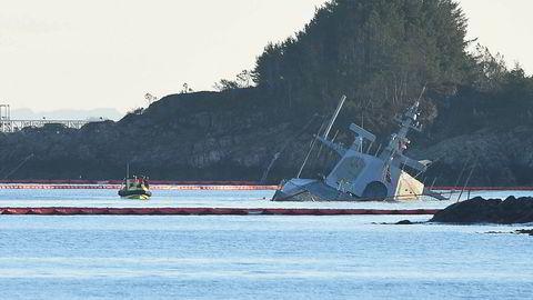 Den havarerte fregatten KNM «Helge Ingstad» ved Øygarden i Hordaland mandag ettermiddag.