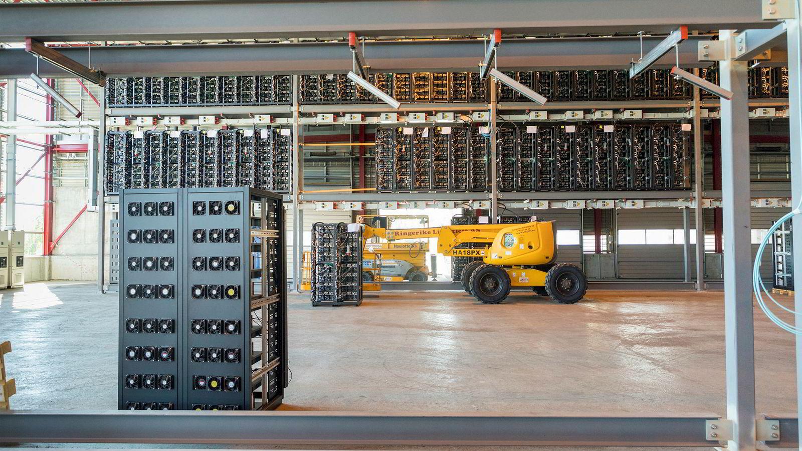 Den norske datasenterbedriften Kryptovault har en ordrebok på en milliard kroner. Nå varsler selskapet at driften stanses fra nyåret på grunn av at de ikke lenger får redusert elavgift.