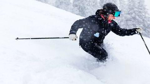 Camilla Sylling Clausen, generalsekretær i Alpinanleggenes Landsforening, forteller om historisk sterke tall i norske heisanlegg denne vinteren. Her kjører hun pudder i Oslo Vinterpark denne vinteren.