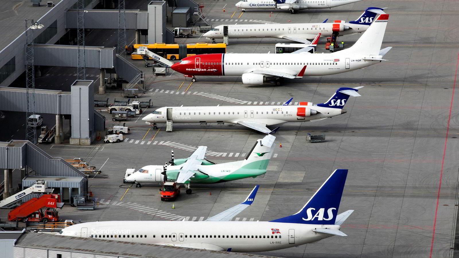Dei som verkeleg lurer flykundane med låge annonserte prisar og stor prisauke gjennom bestillingsprosessen fram til endelig pris er søkemotorane.