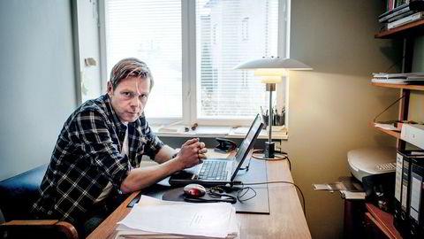 Forfatter Henrik Langelands forrige bok handlet om Aker-konsernet, men ble trukket fra markedet.
