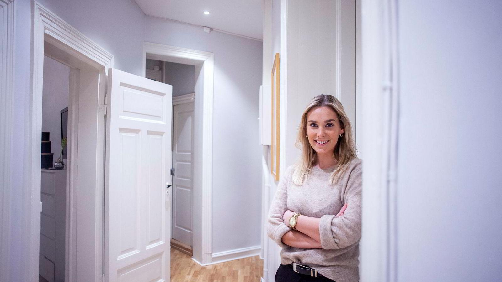 Her er Frida Bjørset (23) i kollektivet hun bodde i før hun flyttet inn i sin nye leilighet i Oslo i mars.