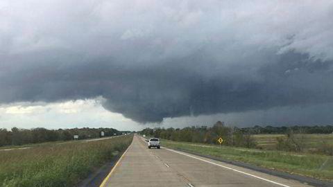 Stormen er kommet til slørstatene. Her nær Natchitoches i delstaten Louisiana mandag.