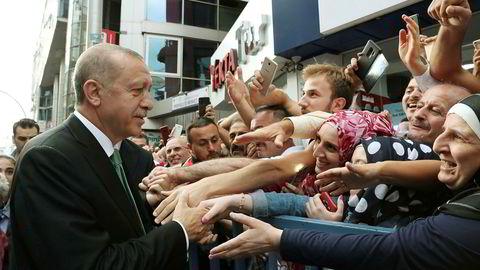 President Recep Tayyip Erdogan sier at USA dolker Tyrkia i ryggen.