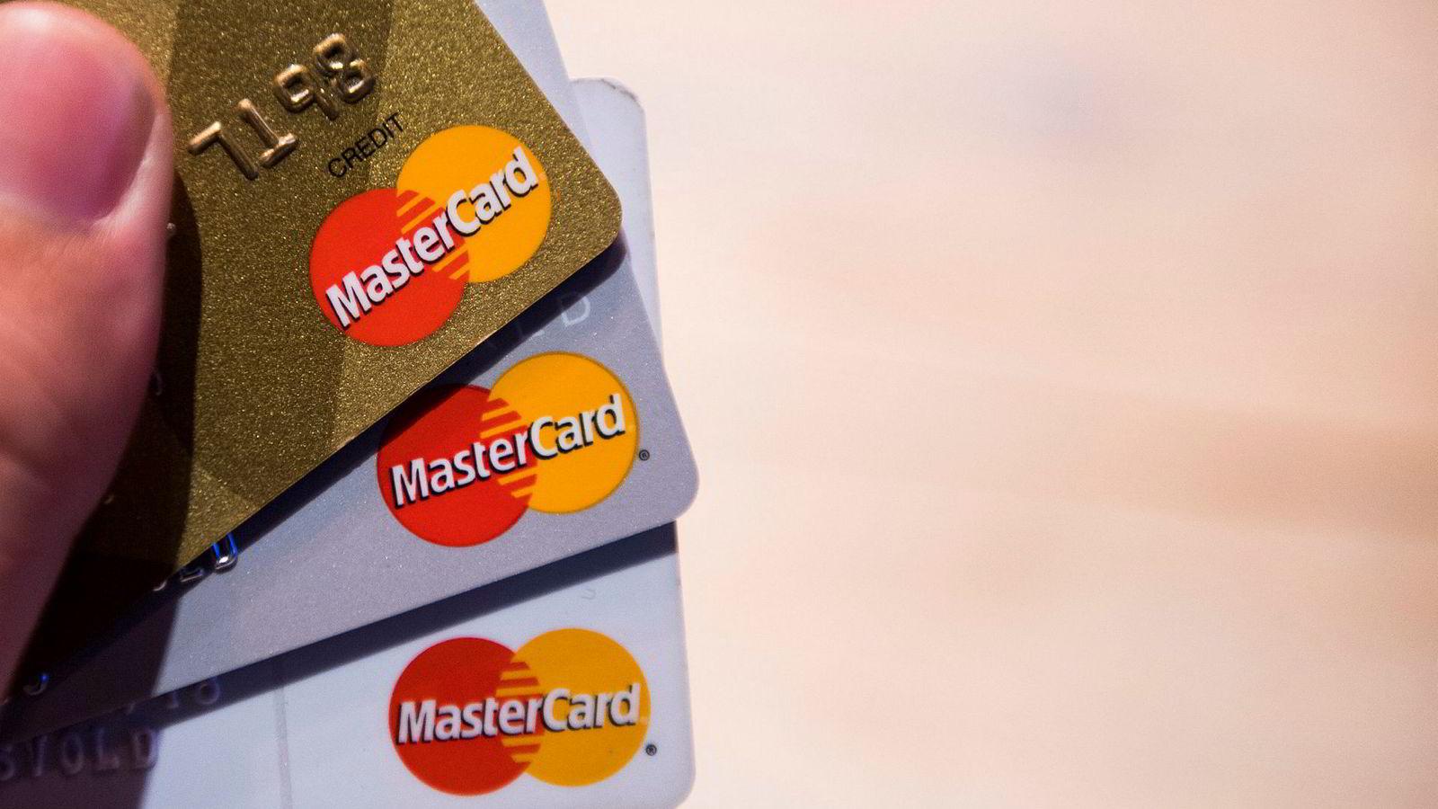 MasterCard skal sammen med seks nordiske banker utvikle en ny nordisk betalingsløsning der man kan betale via telefonen sin.