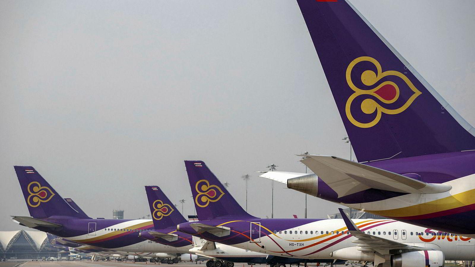 Thai Airways har innstilt alle flyvninger til og fra Europa på grunn av en eskalering i konflikten mellom Pakistan og India. Det er store forsinkelser og kaos ved hovedflyplassen i Bangkok. Flyvninger til og fra Oslo ble innstilt onsdag.
