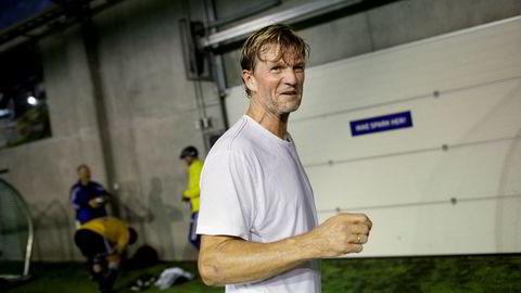Den tidligere sandvolleyballspilleren Bjørn Maaseide puttet ti millioner kroner i eget fond. Et drøyt år etter oppstarten har avkastningen stupt og kundene tatt ut penger.