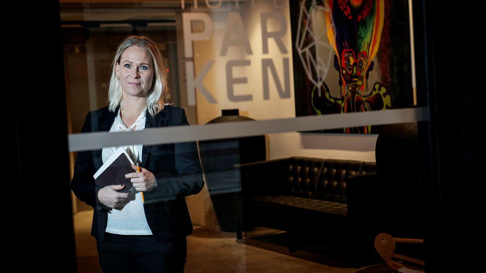 Kristine Obling Ravnevand leder Kristiansands nyeste hotell i et marked preget av langt flere om og færre gjester.