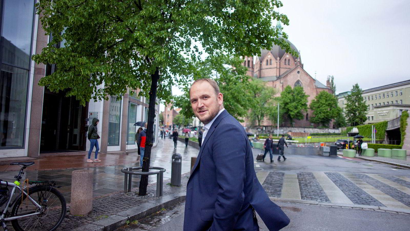 Frps samferdselsminister Jon Georg Dale vil fjerne bomstasjonene på mindre sideveier når det bygges nytt med bominnkreving.