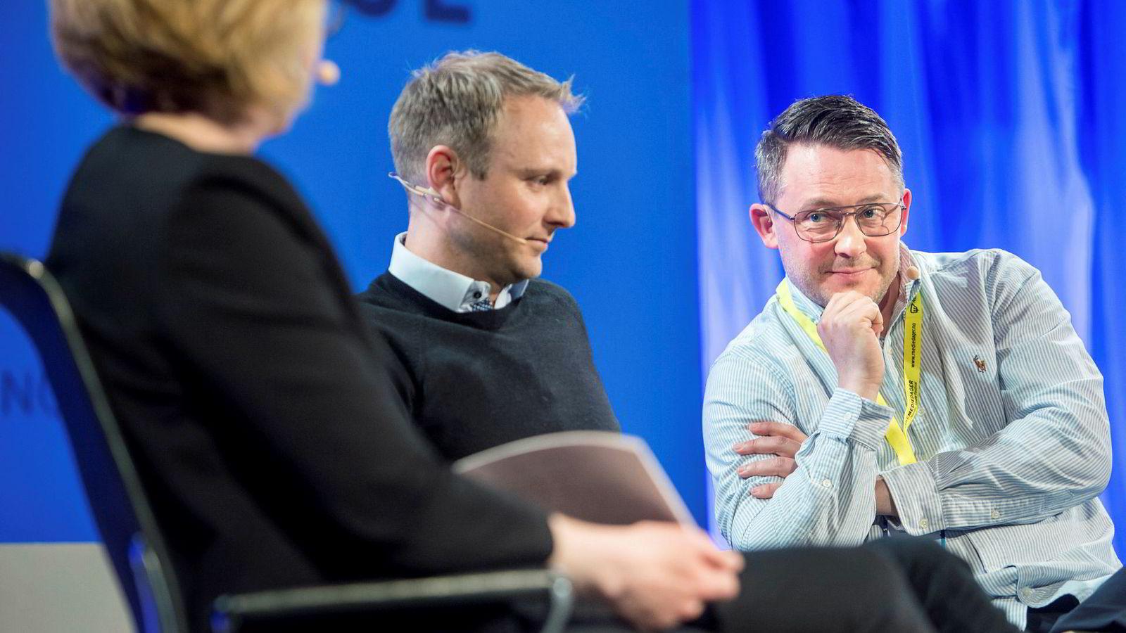 Kommunikasjonsdirektør Espen Skoland (midten) og sportsdirektør Eirik Koren i Discovery Networks har måttet håndtere mange endringer i staben på kort tid. Her under en debatt med moderator Sarah Sørheim under Nordiske Mediedager i mai.