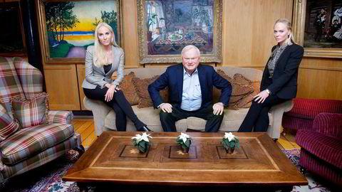 – Jeg bør vel ikke skryte så de hører det, men det er flott at de tar dette ansvaret, sier John Fredriksen om Cecilie (til venstre) og Kathrine. Døtrene får nye roller i forvaltningen av deler av familieformuen. Foto: Elin Høyland