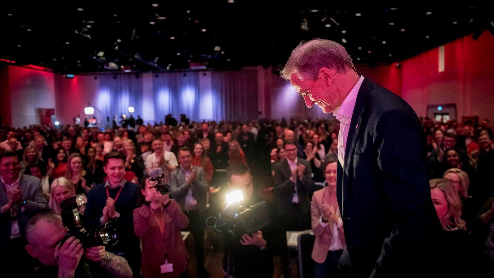 – Kamerater, velkommen til landsmøte i Arbeiderpartiet, sa partileder Jonas Gahr Støre.