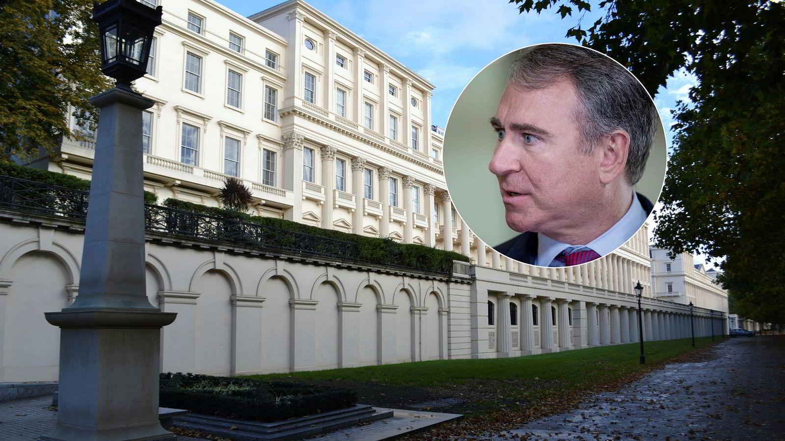 Carlton House Terrace i området St. James's i London. Ken Griffin (innfelt) har kjøpt 3 Carlton Gardens, som er venstre del av den historiske bygningen.