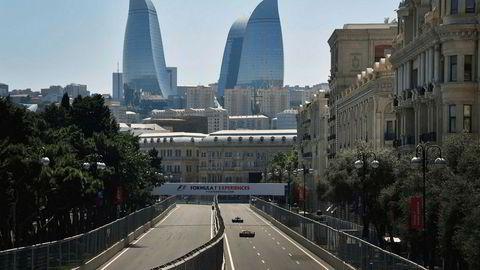 Hovedstaden i Aserbajdsjan, Baku med de særegne skyskraperne i bakgrunnen. Foto: ALEXANDER NEMENOV