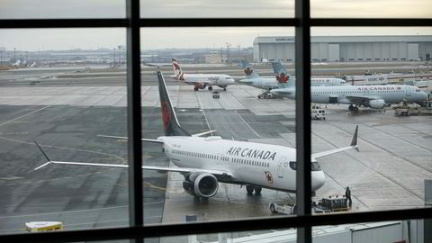 Canada vil granske godkjennelsen av flytillatelsen for Boeings 737 Max-fly. Bildet viser et Max 8-fly fra Air Canada på den internasjonale flyplassen i Toronto.