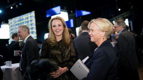 Kulturminister Linda Hofstad Helleland møtte forgjengeren Thorhild Widvey, som var kulturminister da de borgerlige la de rødgrønnes boklov i skuffen etter regjeringsskiftet i 2013, på NHOs årskonferanse.