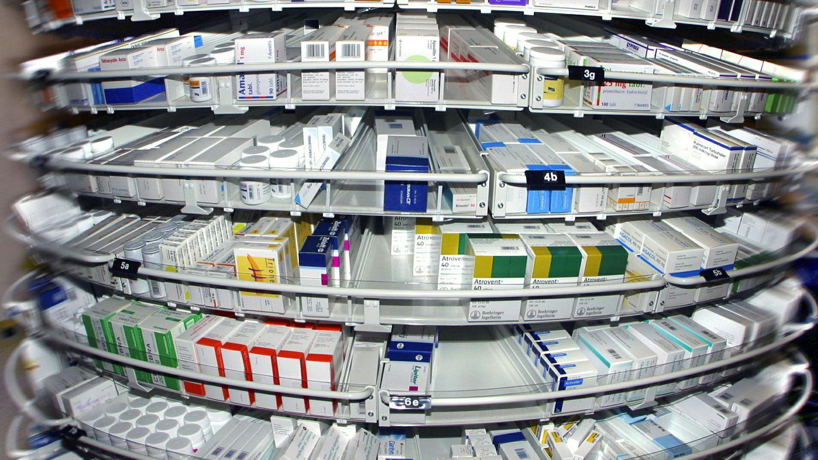 Norge er på vei mot ny rekord for legemiddel-mangel og prisene for nye legemidler skyter i været.