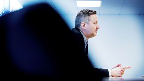 Sjeføkonom Frank Jullum i Danske Bank mener kronen er for svak.
