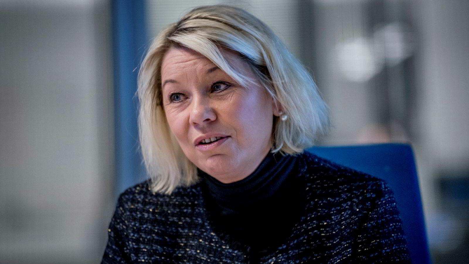Kommunal- og moderniseringsminister Monica Mæland er glad for at nedgangen i antall arbeidsforhold i sentralforvaltningen.