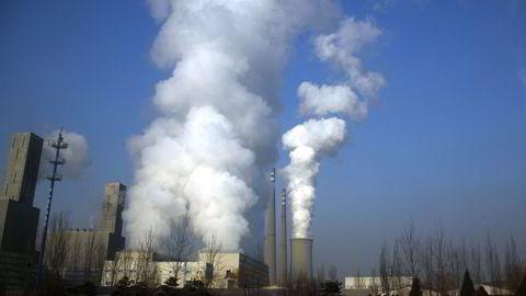 Røyk siver ut fra et industrianlegg i Beijing, Kina. Illustrasjonsfoto: REUTERS/David Gray