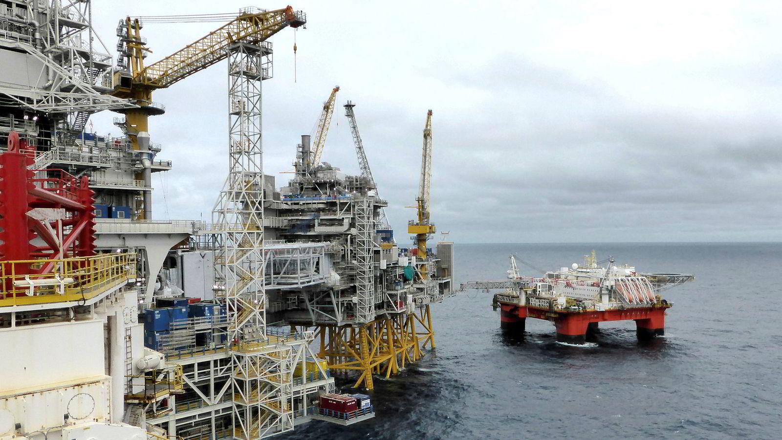 Vi mener at Thøgersen-utvalget overvurderer de finansielle og ikke-finansielle kostnadene ved å selge oljeaksjer. Her fra Equinors plattform på Johan Sverdrup-feltet i Nordsjøen.