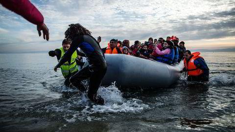 Flyktninger på vei mot et nytt liv. Foto: Manu Brado/AP/NTB Scanpix