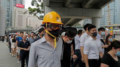 Flere tusen regnskapsførere demonstrerte i Hongkong på fredag. Det gikk fredelig for seg. De store revisjonsselskapene hadde bedt ansatte om ikke å stille opp. Det ventes flere store demonstrasjoner i helgen.