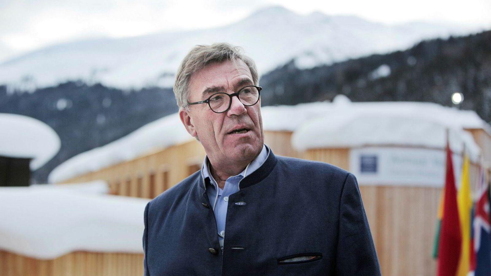 Snødyngene henger tungt over Davos. Mandag kom Orkla-styreleder Stein Erik Hagen for å delta på enda et World Economic Forum. Hans første var i 2002.
