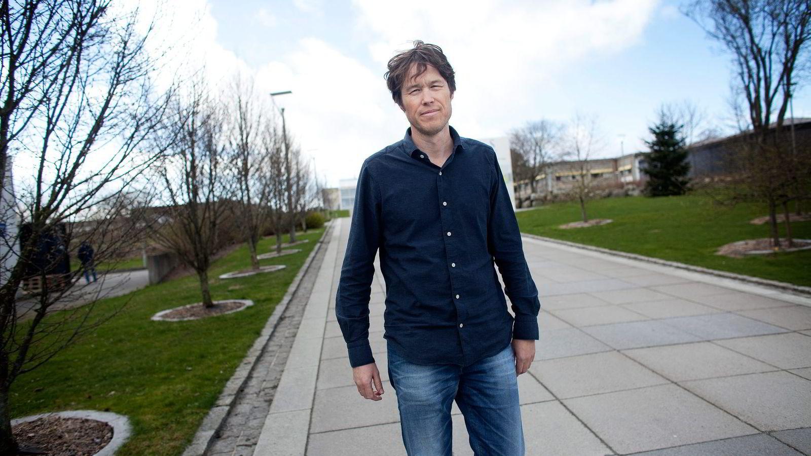 Økonomiprofessor Ola Kvaløy ved Universitetet i Stavanger mener det ikke er sammenheng mellom en topplassering blant aksjefond og verdiutviklingen i årene etterpå.