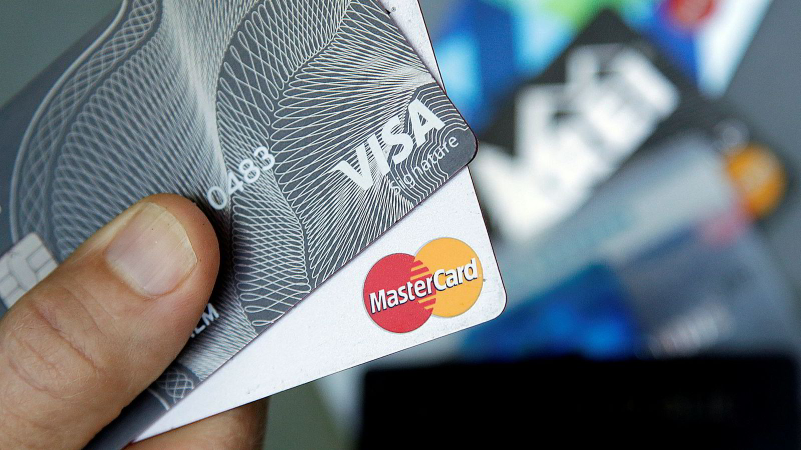 Kredittkortselskapet Mastercard er ilagt en gigantisk bot av EU for konkurransehemmende virksomhet.