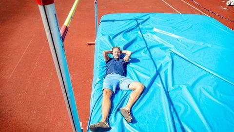 Steinar Hoen hviler foreløpig trygt på tjukkasen under listen som ligger på 2,37 – én centimeter over hans 21 år gamle norske rekord i høyde.