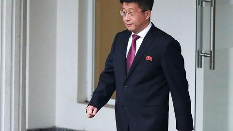 Nord-Koreas spesialutsending til USA Kim Hyok Chol skal være henrettet. På bildet forlater han et offentlig gjestehus i Hanoi i Vitenam i februar.