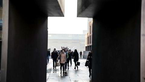Når britene forlater EU, forlater de også EØS, og alle norske aktører mister sin rettslige status, skriver artikkelforfatteren. Her fra London Millennium Bridge. Foto: Per Thrana