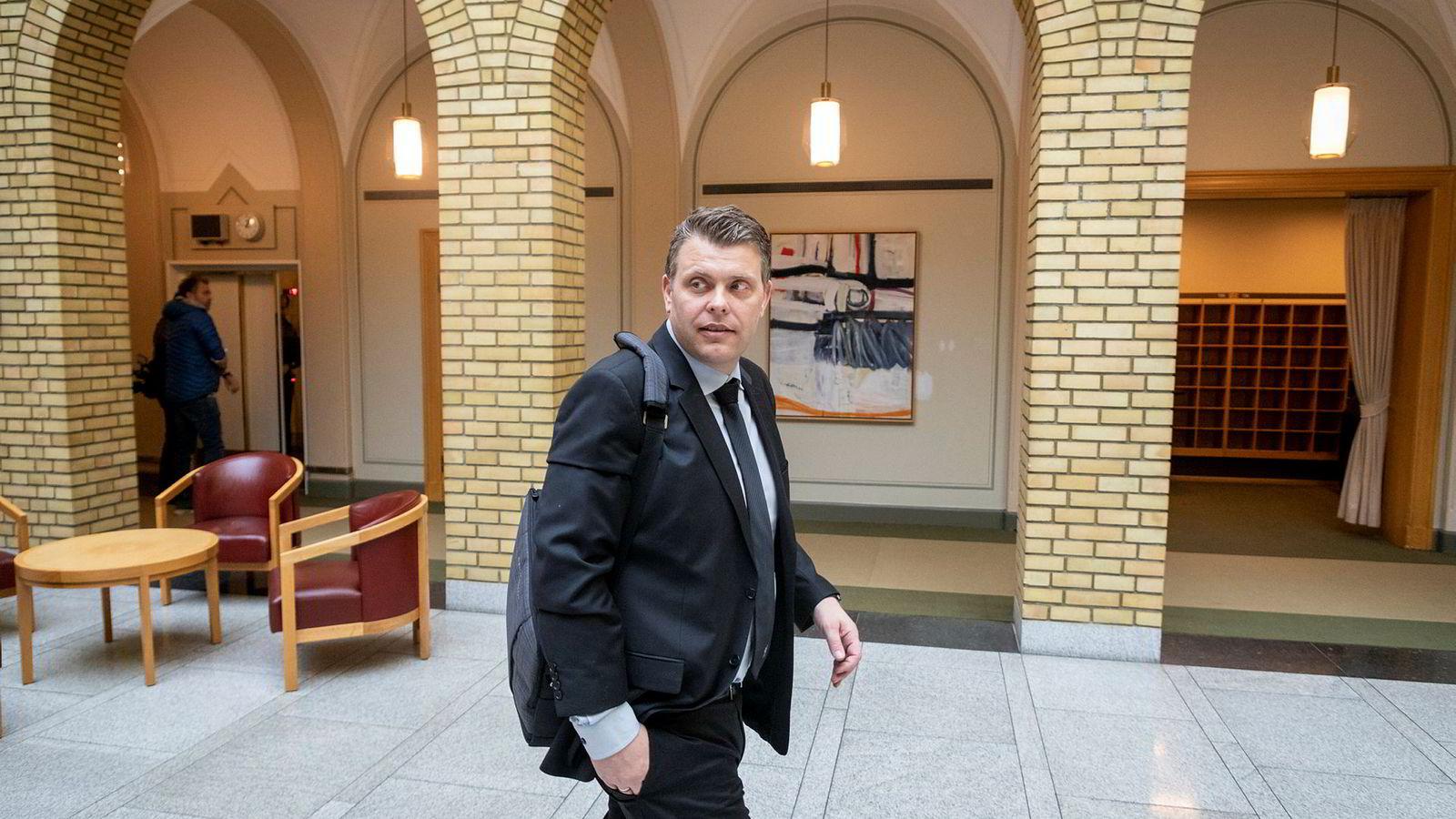 Vedtaket om justisminister Jøran Kallmyrs au pair er blitt omgjort. Her er Kallmyr i Vandrehallen på Stortinget.