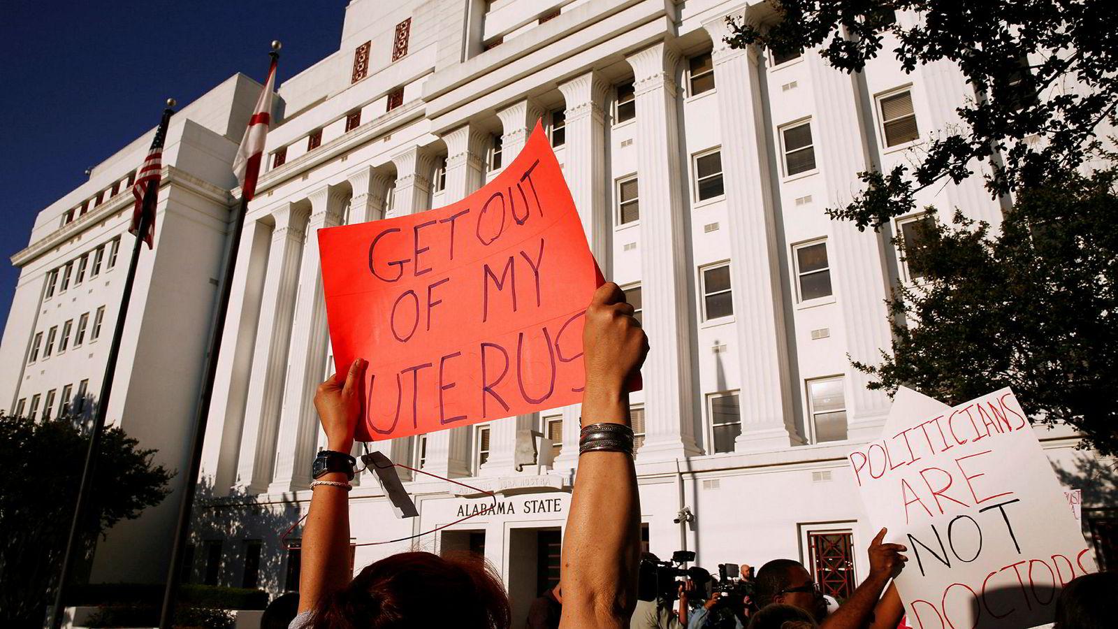 Det var protester utenfor delstatsforsamlingen da den nye abortloven ble behandlet.
