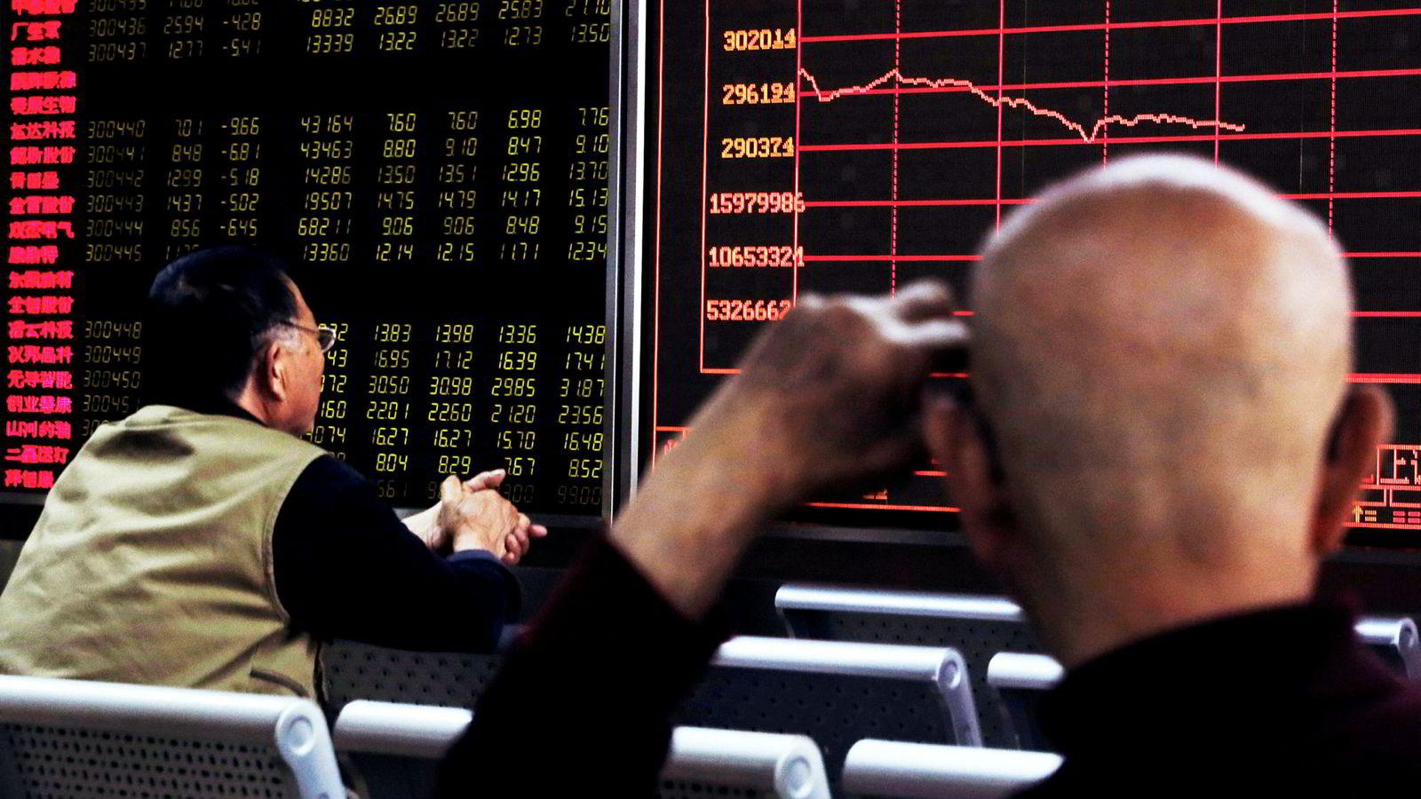 Børsverdier for over 4500 milliarder kroner forsvant da de kinesiske børsene stupte etter at USAs president Donald Trump truet med å eskalere handelskrigen med Kina.