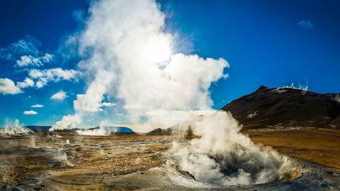 Jordvarme er lettest tilgjengelig der kontinentalplatene møtes – som på Island, hvor jordskorpen er tynnest. På slike steder er det lettest å hente opp varme med høy nok temperatur til at den kan lages strøm.