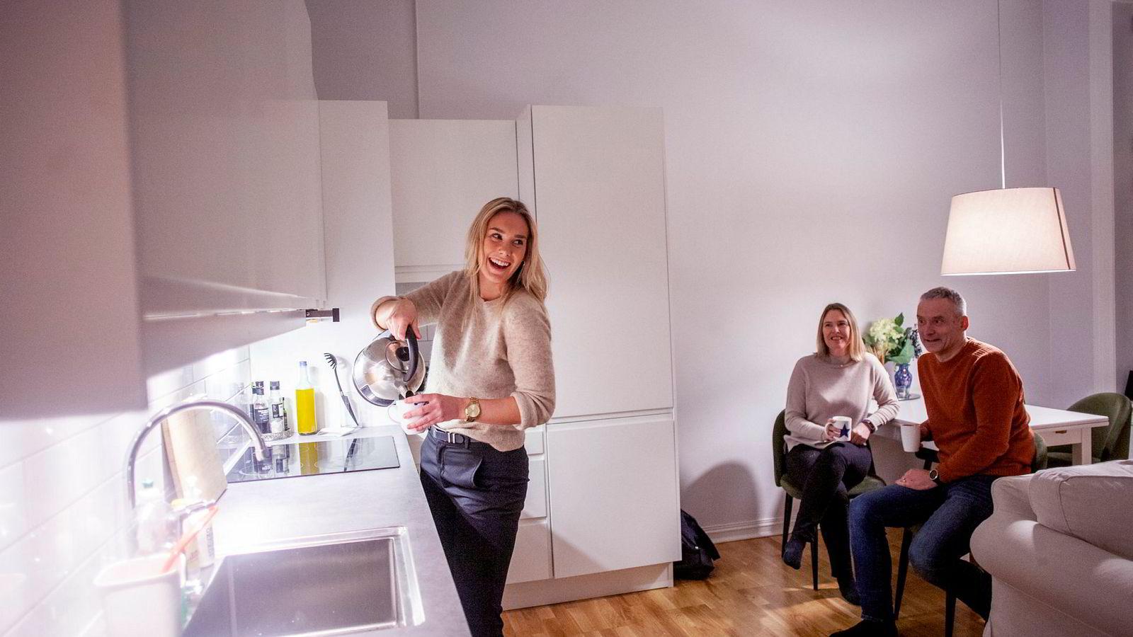 Til nå har ikke foreldrene kommet så mye på middag til datteren, men de gleder seg til mer av dette når Frida Bjørset blir sjef på eget kjøkken.