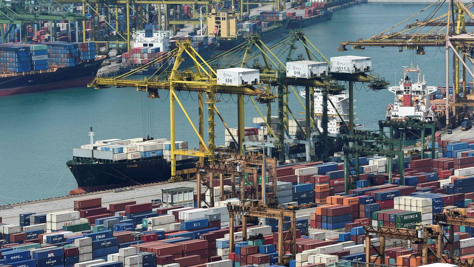 Singapore er blitt en global handelsnasjon på 50 år. En handelskrig mellom Kina og USA han ramme landet hardt.