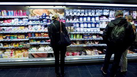 Det er mange ulike og farlige kjemikalier også i plast som har kontakt med mat, ifølge ny studie..