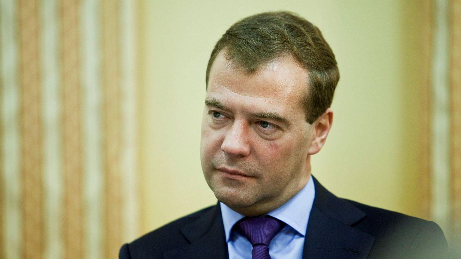 Russlands statsminister Dmitrij Medvedev anklager USA for økonomisk krigføring.