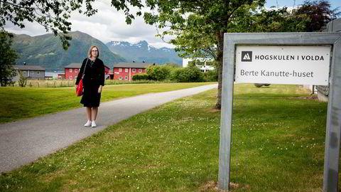 Audhild Gregoriusdotter Rotevatn har vært journalist og redaktør. Nå er hun dekan ved Høgskulen i Volda. Bildet er tatt i juni 2018.
