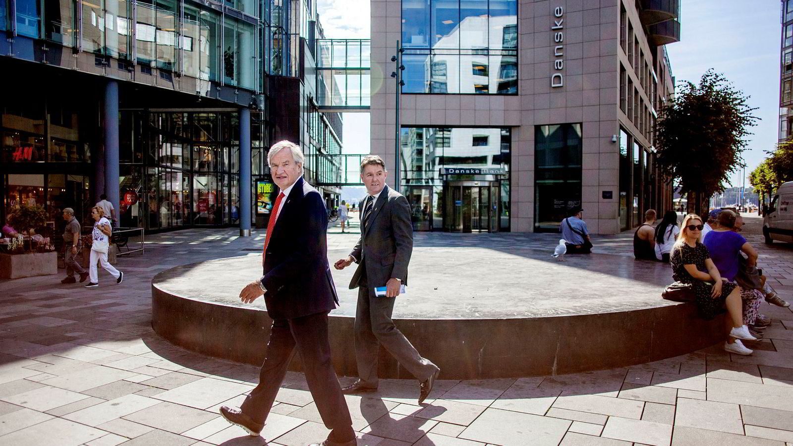 Bjørn Kjos (fra venstre) varslet torsdag at han går av som toppsjef og har allerede overlatt roret til Geir Karlsen – som er visekonsernsjef og finansdirektør. Kjos ville egentlig gå av for ett år siden, men planene ble utsatt i ett år.