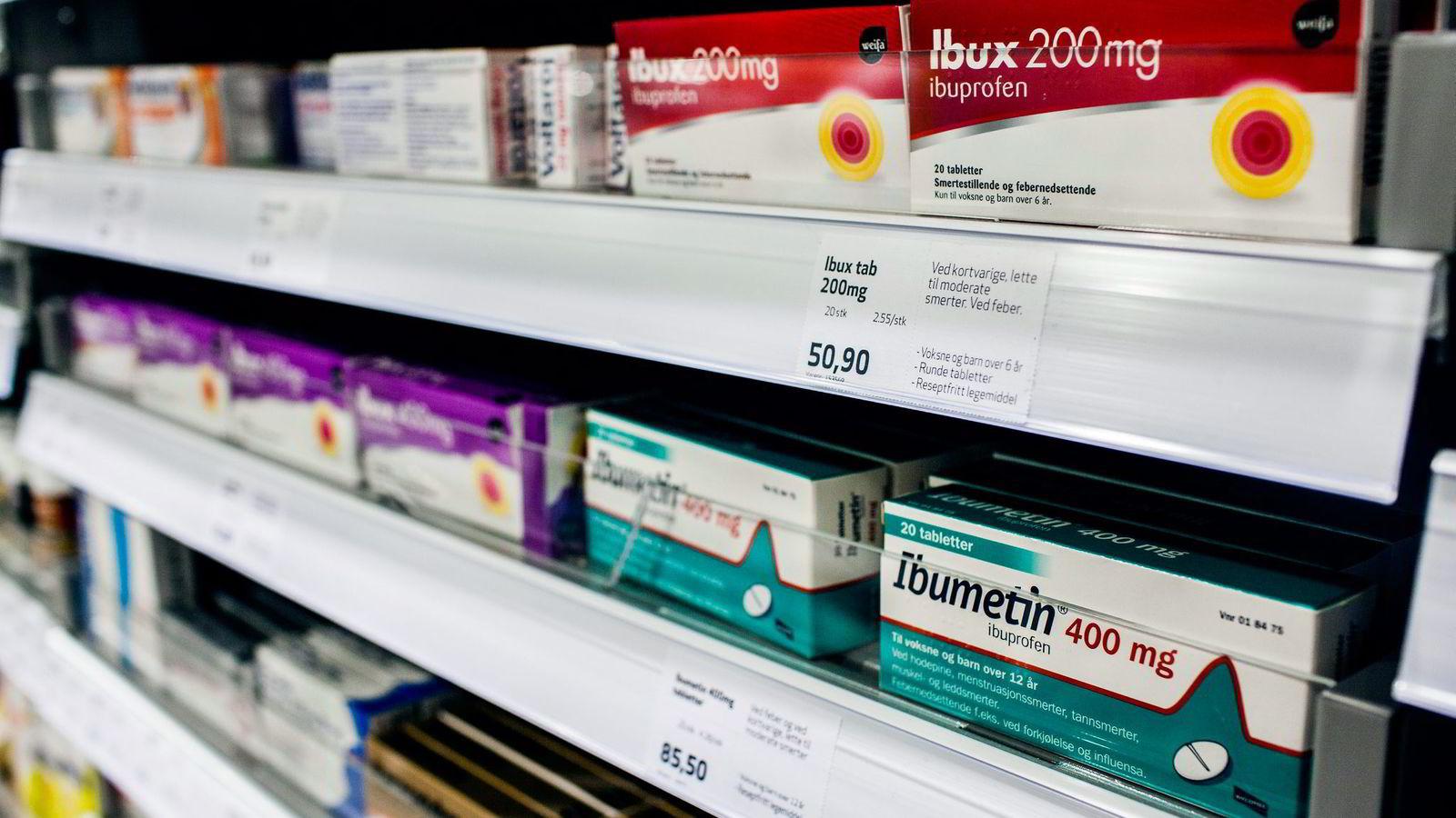Fra nyttår får norske tv-kanaler mulighet til å sende reklame for reseptfrie legemidler. Farmasiforbundet og Norges Farmaceutiske Forening er skeptiske.