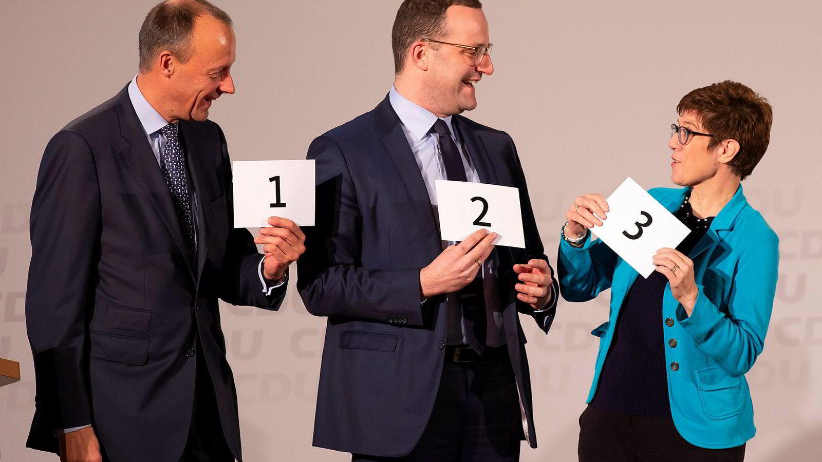 Friedrich Merz (til venstre), Jens Spahn (i midten) og Annegret Kramp-Karrenbauer (til høyre) kjemper om å overta som partileder i kristenkonservative CDU etter sittende partileder og statsminister Angela Merkel.