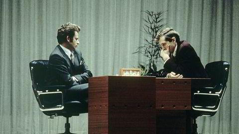 Da Bobby Fischer (til høyre) og Boris Spassky barket sammen i Reykjavik i 1972, måtte sjakkelskerne vente på avisreferatene for å få trekkene. Det er langt fra dagens oppgjør der hvert trekk blir analysert i realtid.