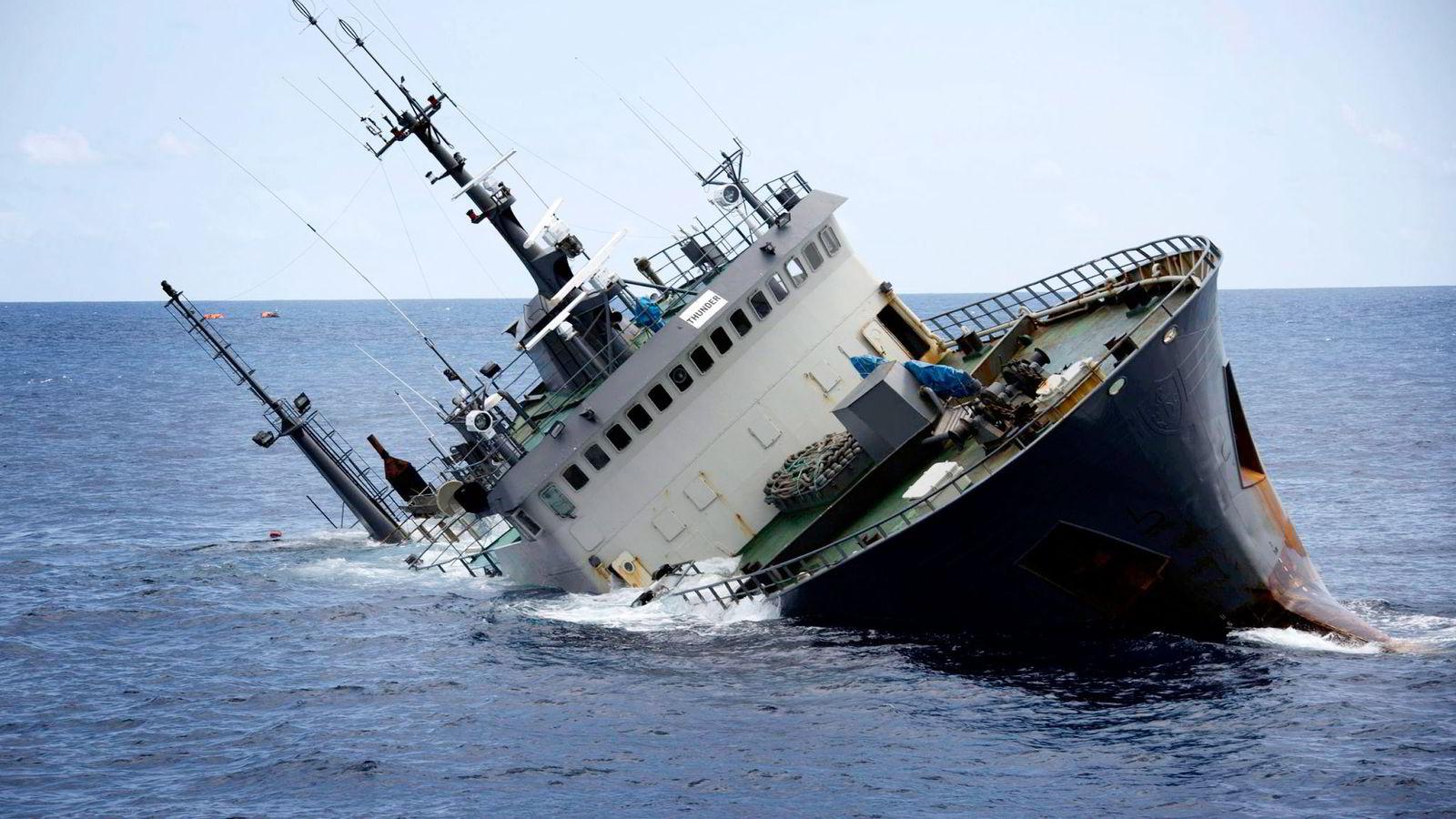 6. april i år sank tråleren «Thunder» utenfor kysten av Sao Tome og Principe, vel 250 kilometer fra det afrikanske fastlandet.