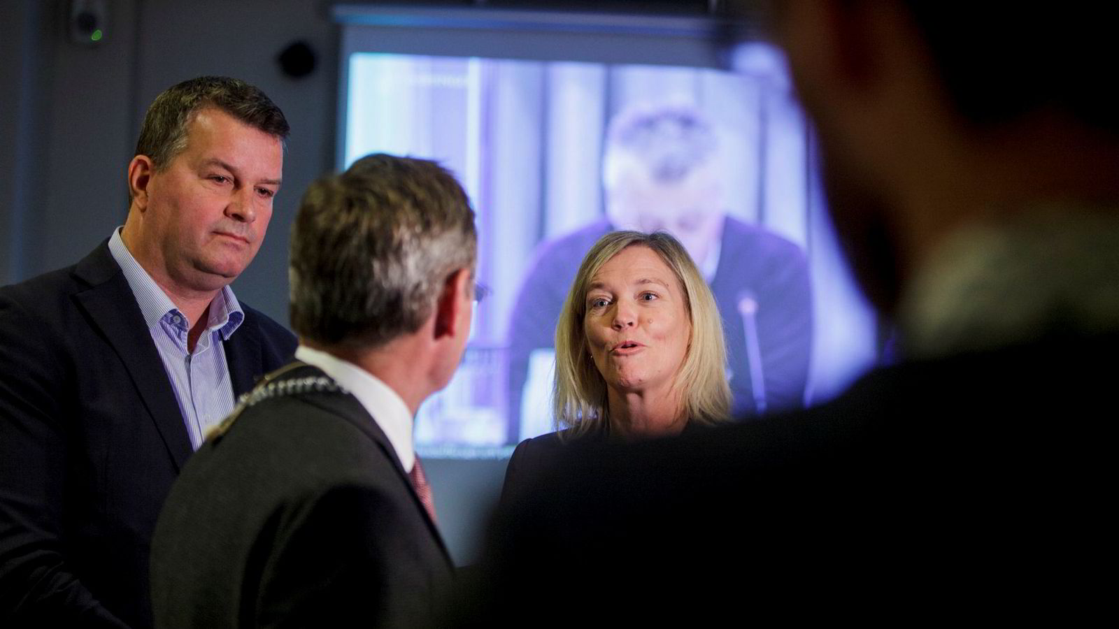 – De norske selskapene trenger britene for å ha den kompetansen som er nødvendig i enkelte prosjekter, sier Nina Melsom, direktør for arbeidslivspolitikk i NHO. Til venstre LO-leder Hans Christian Gabrielsen.
