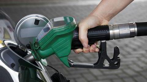 Mangel på biodrivstoff er spesielt problematisk for rutebussektoren, som ofte har krav om bruk av biodrivstoff i sine anbudskontrakter med fylkeskommunene, skriver artikkelforfatteren